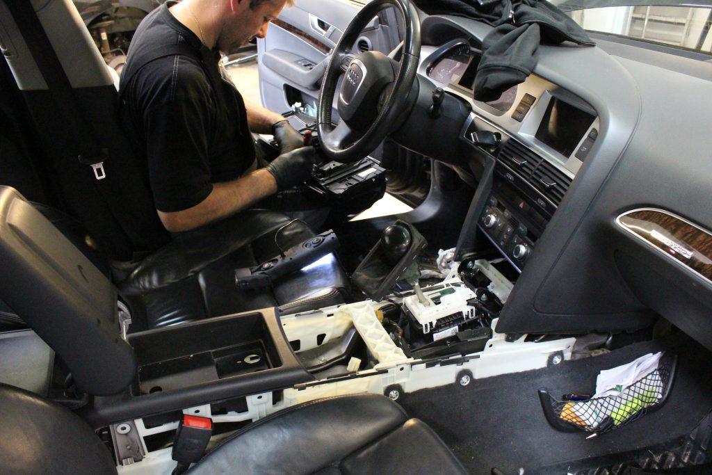 Audi A6 med elektronik problemer? Det fik den desværre, da kunden beklageligvis spildte en kop the