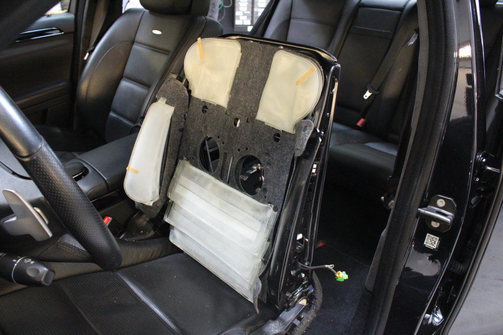Reparation af Komfortsæder på Mercedes S63 AMG. Denne bil kan man rigtig slappe af i, da der er massage i sæderne!