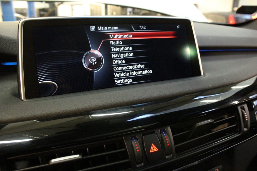 Dansk tekst i BMW Idrive